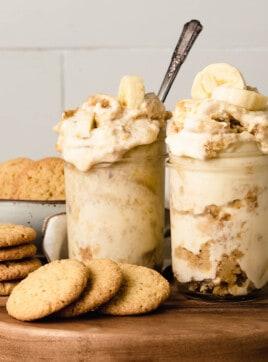 Banana pudding in mason jars.